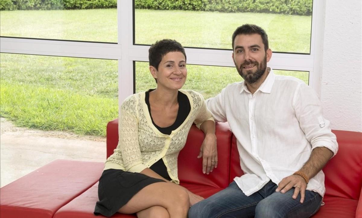 Thais Zorrilla y Ricard Sanz, fundadores de Vivelus, en el 'coworking' de Vulpellac.