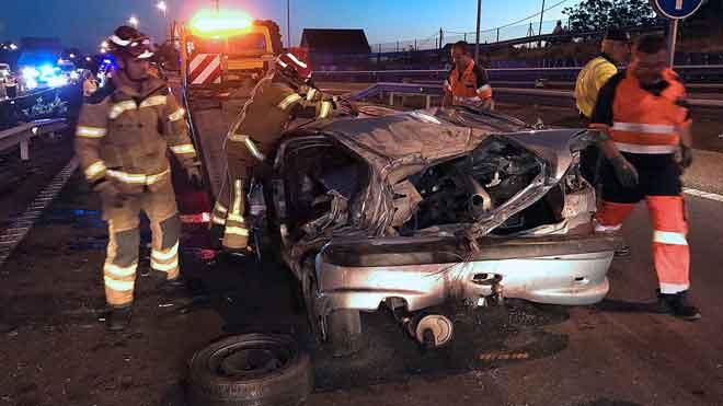 Tres jóvenes fallecen en un accidente de tráfico en Vigo.