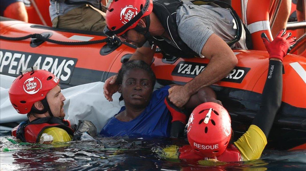 Open Arms rescata 300 persones del mar en un dia