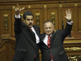 Nicolás Maduro junto a su mano derecha, Diosdado Cabello.