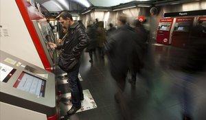 Vestíbulo de la línea 1 del metro de la plaza de Espanya