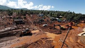 Vista aérea de las labores de rescate en la zona afectada por las inundaciones en Solai.