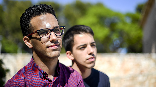 Una pareja gay de Calafell relata la agresión homófoba que sufrieron la pasada noche junto al parque de Joan Miró