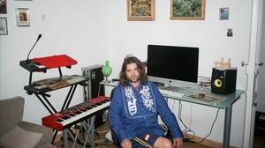 Joe Crepúsculo, en su estudio casero.