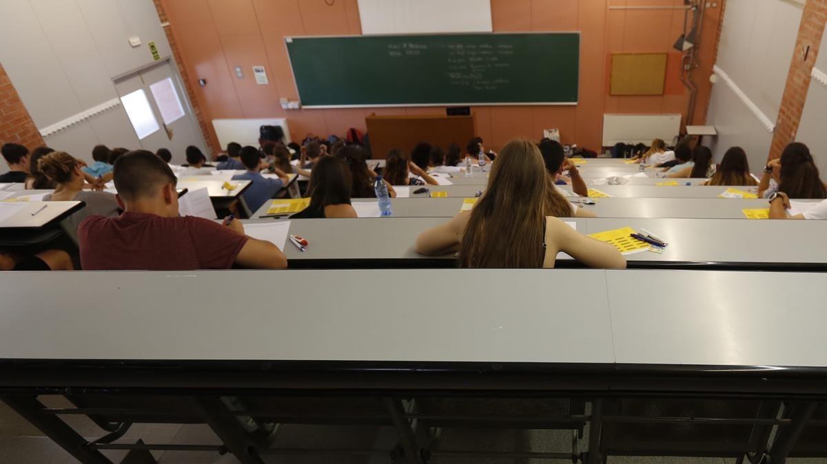 La Generalitat no rebaixa les taxes universitàries