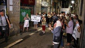 El Raval torna a manifestar-se contra els narcopisos