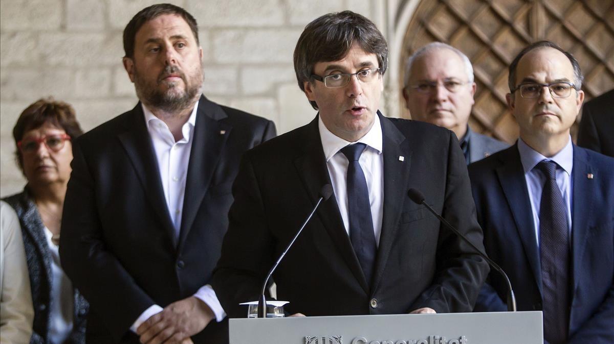 Carles Puigdemont y algunos miembros de su Govern.