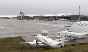Els vigilants de seguretat de l'aeroport de Girona suspenen la vaga