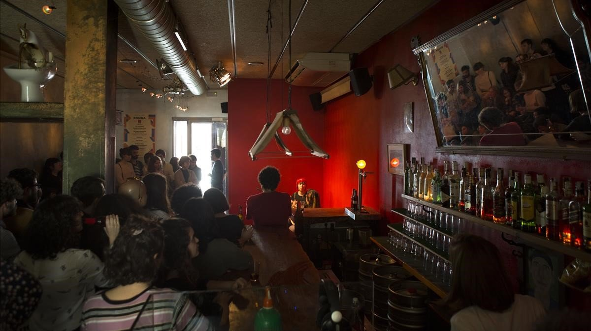 Concierto del grupo Ajuar en el bar Heliogàbal de Barcelona.