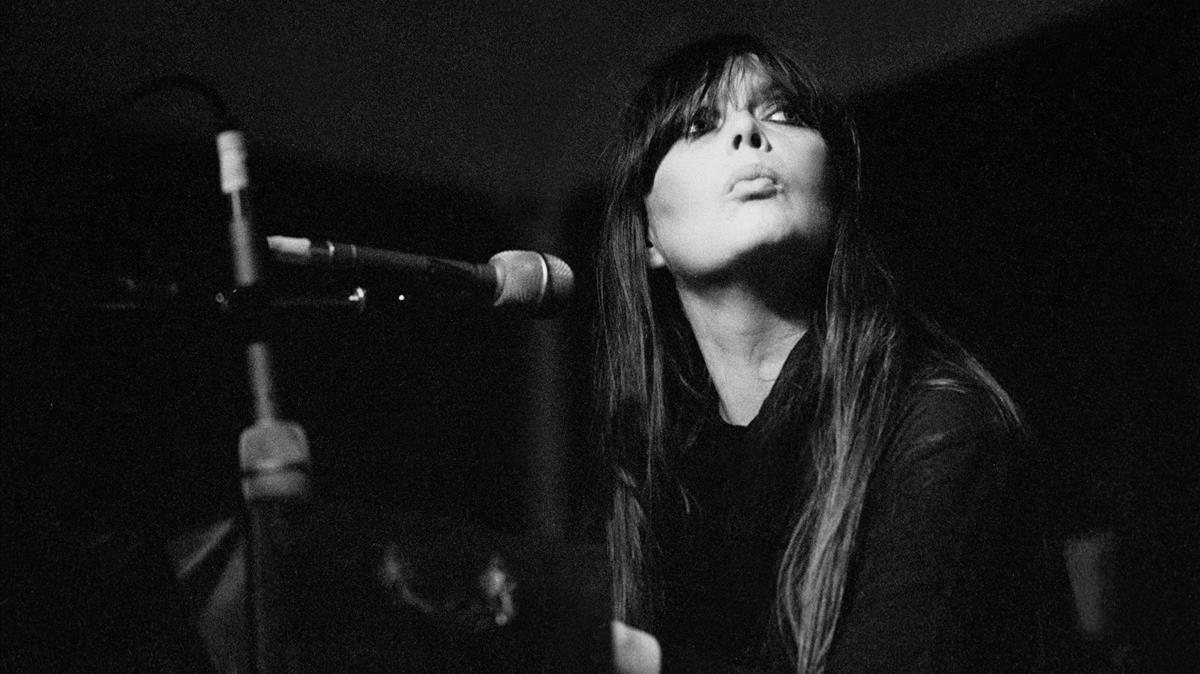 Nico, durante un concierto en Chicago en 1980.