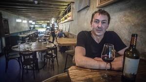 Mika Lasne, regenta la taberna gastronómica Cu-Cut, en la calle Enric Granados de Barcelona.