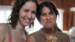 La directora(izquierda)y la protagonista, en una pausa del rodaje.