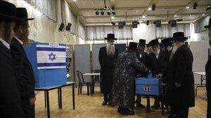 Els sondejos a peu d'urna donen un empat entre Netanyahu i Gantz