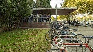 Ambiente a la entrada de la escuela de Ingeniería Industrial de la UPC.