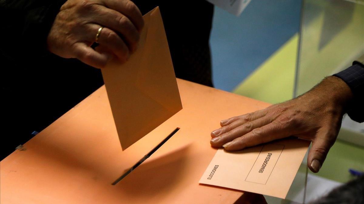 Una urna del Senado, durante la jornada del 10N.