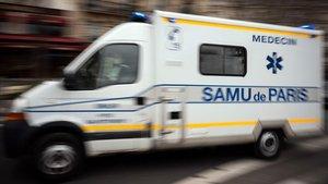 Una ambulacia del SAMU duranteuna emergencia sanitaria en Paris.