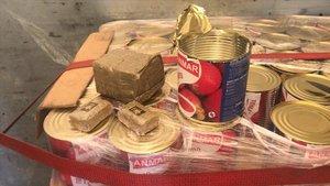 Doscientos kilos de hachís en latas de tomate incautados por la Guardia Civil.