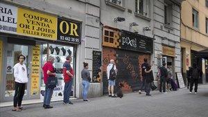 BCN addueix la necessitat d'«ordenar» els ajuts per tancar dos menjadors socials