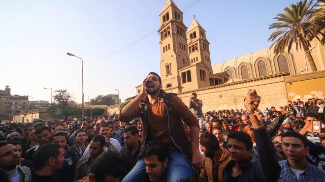 Almenys 25 morts en un atac terrorista contra la catedral cristiana copta del Caire