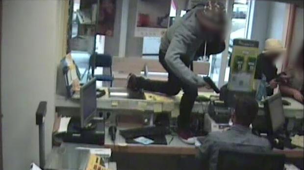 Detenen una parella que va assaltar vuit oficines de Correus en 20 dies.