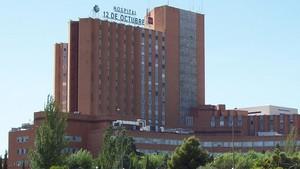Fachada del hospital 12 de octubre, de Madrid, donde fue trasladada la joven tras la agresión.