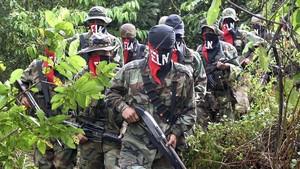 zentauroepp1933368 colombian rebels walk in their jungle camp in the antioquia 170930181404