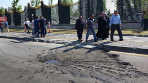 Restos de ataques en el asfalto de Ankara.
