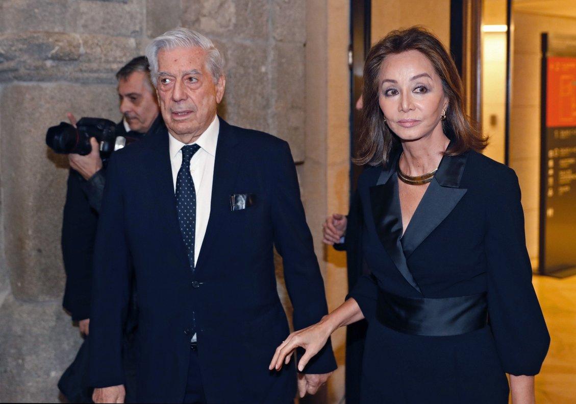 Mario Vargas Llosa junto a su pareja Isabel Preysler.