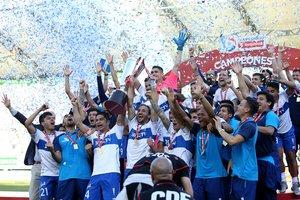 El conjunto cruzado alcanzó su título número 13 tras vencer por 2-1 al cuadro sureño en el Germán Becker y de paso Temuco descendió a Primera B.