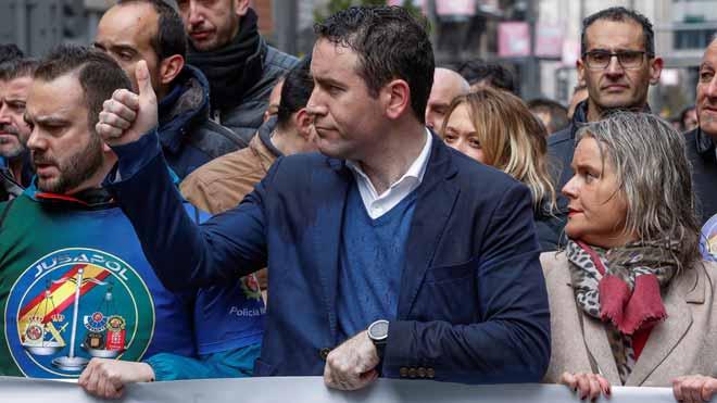 PP, Cs i Vox recolzen Jusapol en la seva exigència d'igualtat salarial