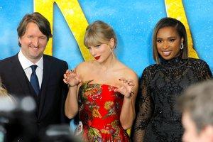 El director Tom Hooper con las cantantes Taylor Swift y Jennifer Hudson en el estreno neoyorquino de 'Cats'.