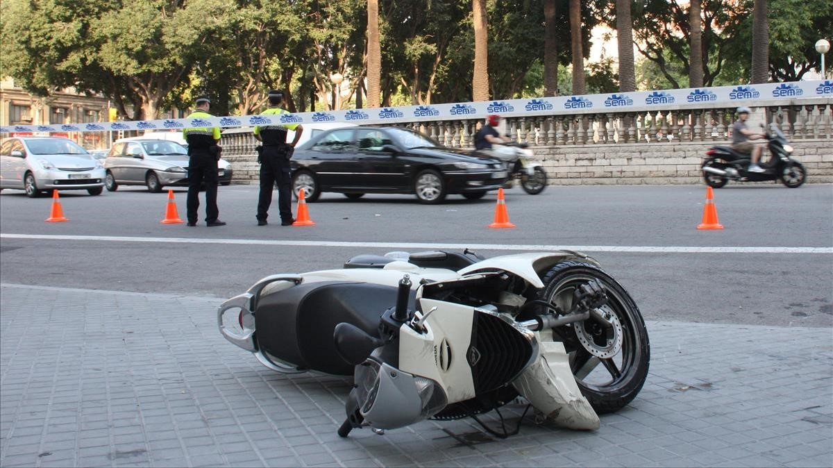 Accidente de moto en el paseo de Sant Joan.