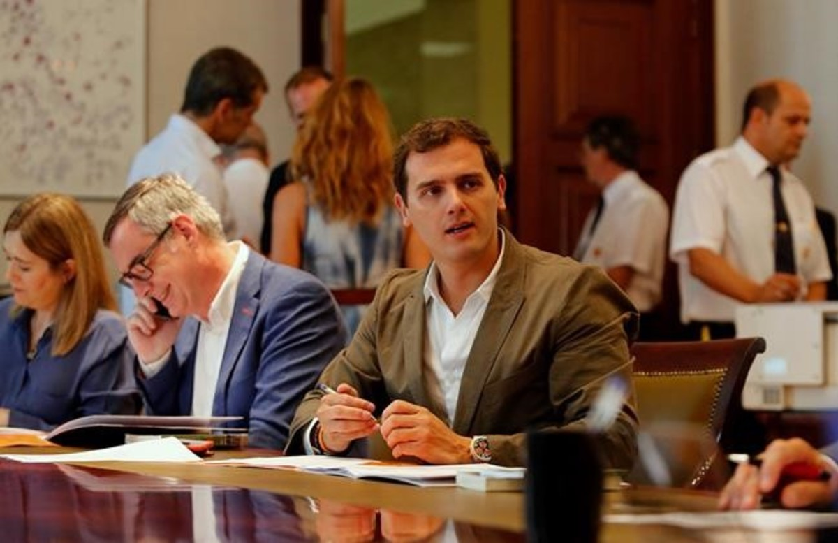 Rivera levanta el veto a Rajoy y se abre a una abstención