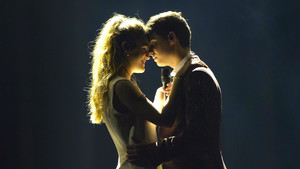 Alfred y Amaia, durante el ensayo de este 4 de mayo en el Altice Arena de Lisboa.