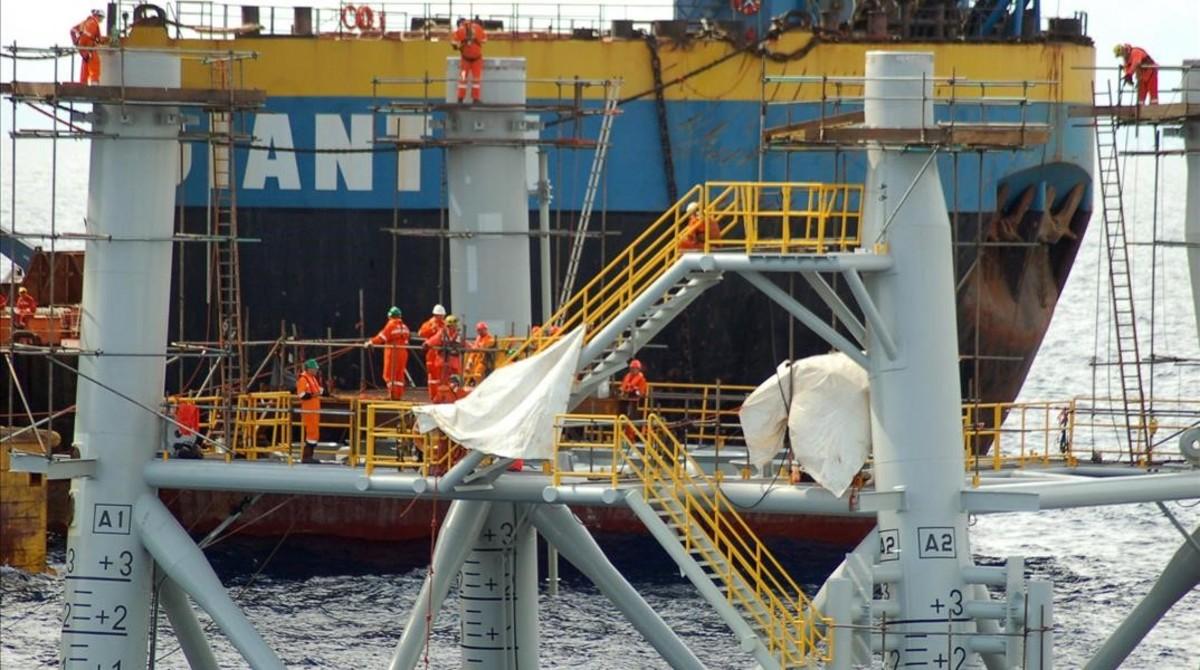 Construcción de la plataforma marina del proyecto Castor, en el año 2010, junto a la costa de Vinaròs (Castellón).