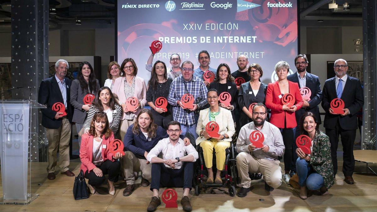 Imagen de los galardonados en los Premios del Día de Internet.