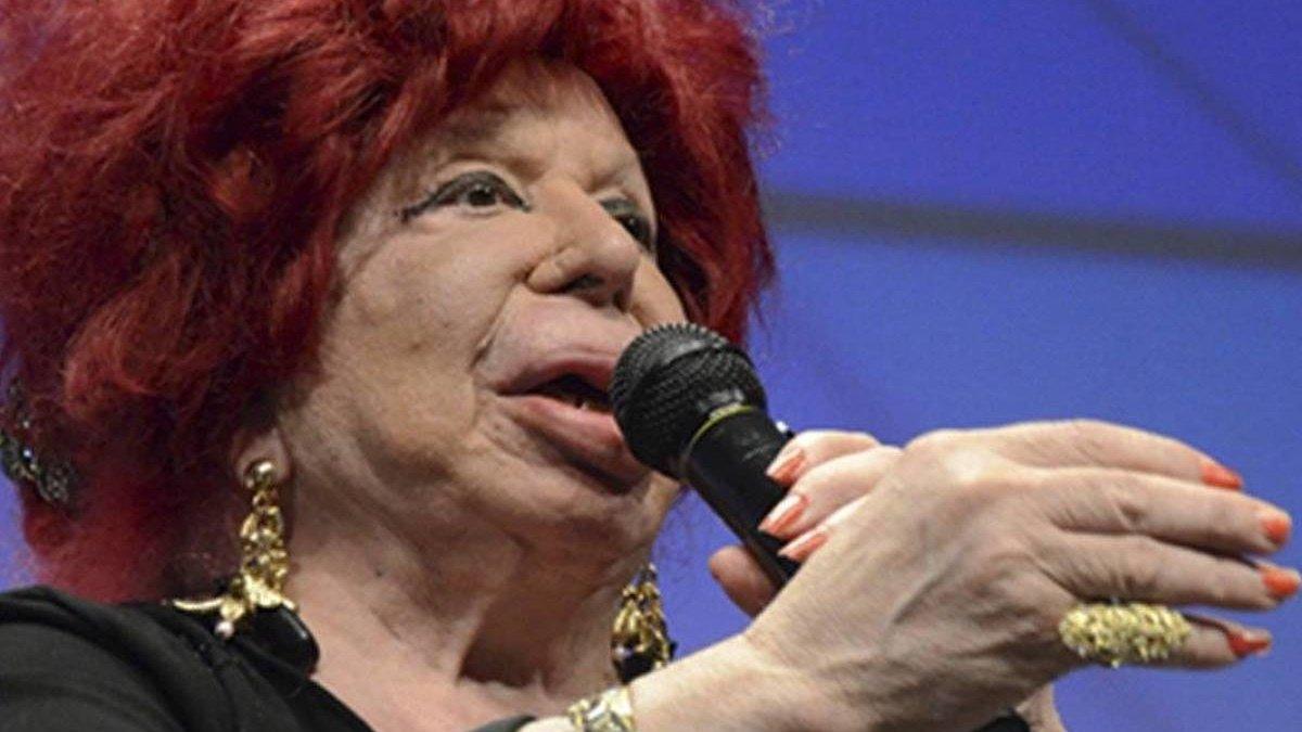 """Los televisivos se despiden de Carmen de Mairena: """"Sufrió mucho en la vida"""""""
