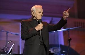 Charles Aznavour, durante su actuación en el Festival Jardins de Pedralbes.