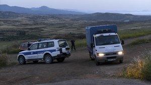 Agentes de policía en la localidad deOrounta, cerca de Nicosia, donde se ha encontrado el cuerpo sin vida de unade las víctimas.