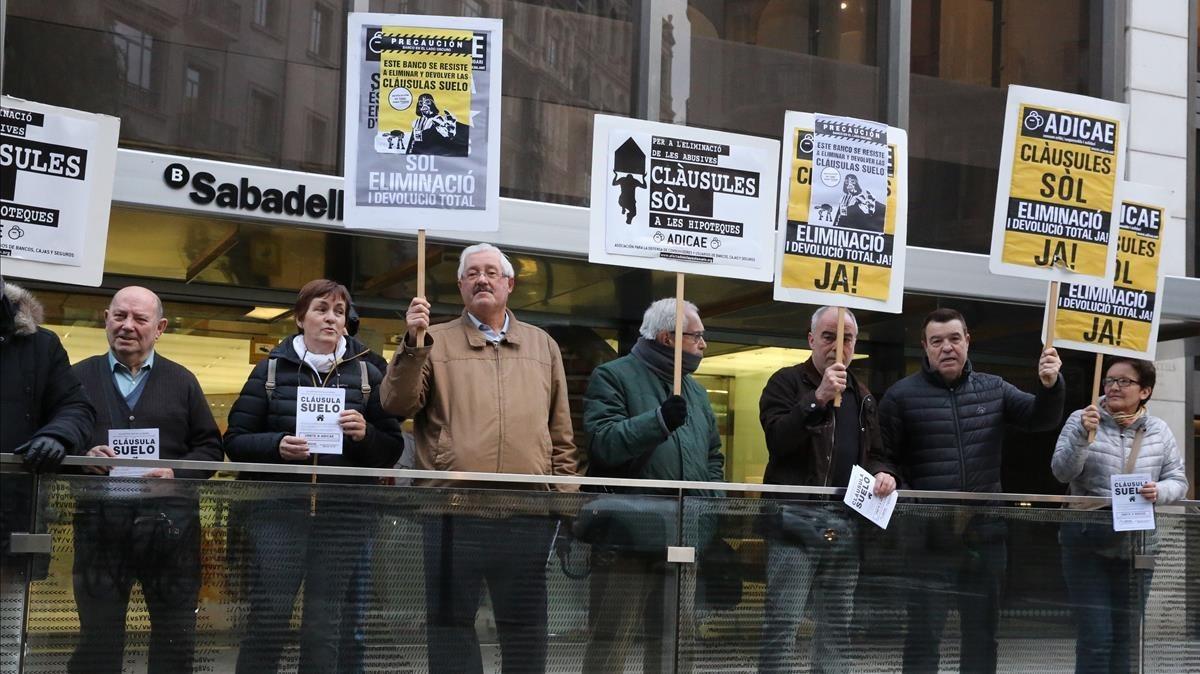 Manifestación de Adicae contra las cláusuas abusivas en las hipotecas.