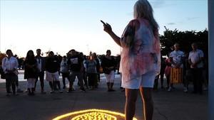 Candance Crupi, madre de un joven que murió de sobredosis de heroína, habla en una vigilia por las víctimas de esta droga, en Staten Island, Nueva York, el pasado 24 de agosto.
