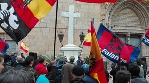 Concentración franquista ante la Cruz de los Caídos de Callosa de Segura (Alicante).