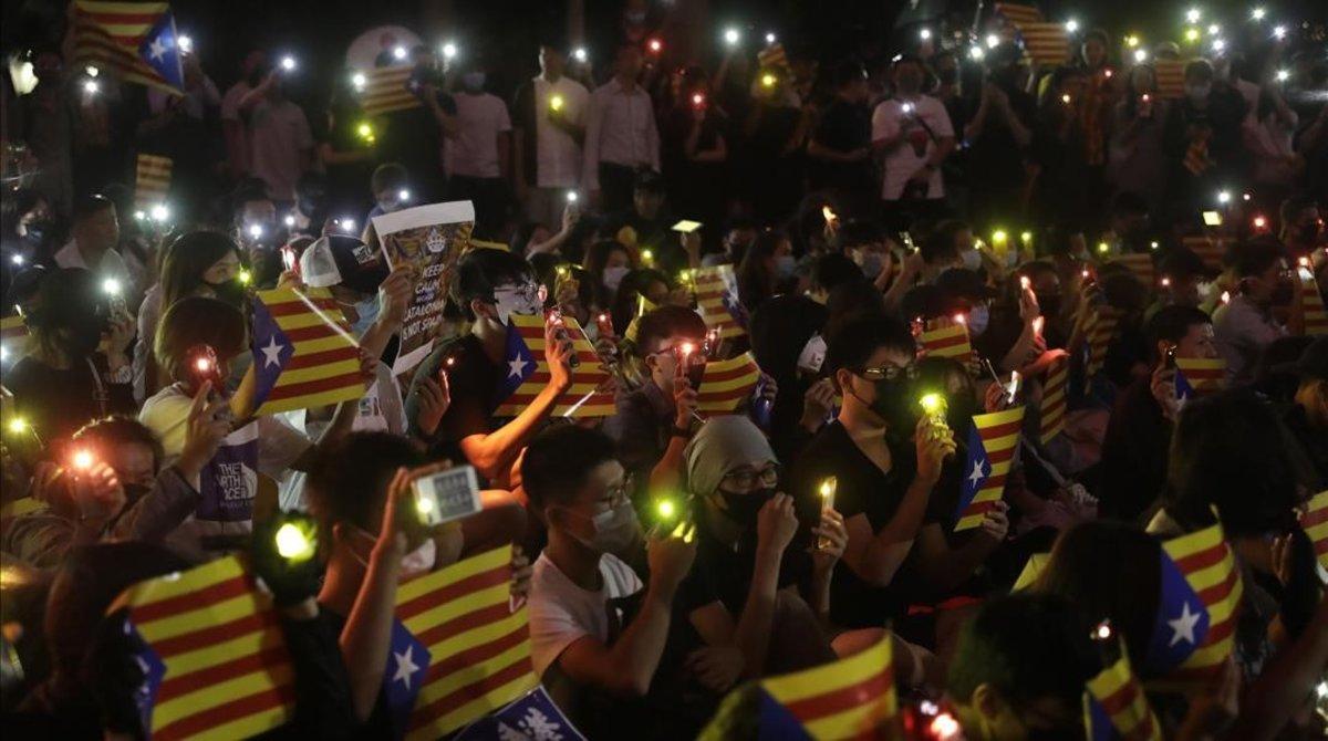 Concentración en Hong Kong en apoyo de los independentistas catalanes.