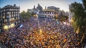 Concentración en Rambla Catalunya con Gran Via, junto a la Conselleria de Economía.