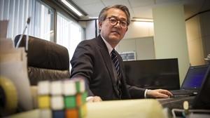 El cónsul general del Japón en Barcelona, Hiroyuki Makiuchi, en su despacho, el viernes pasado.