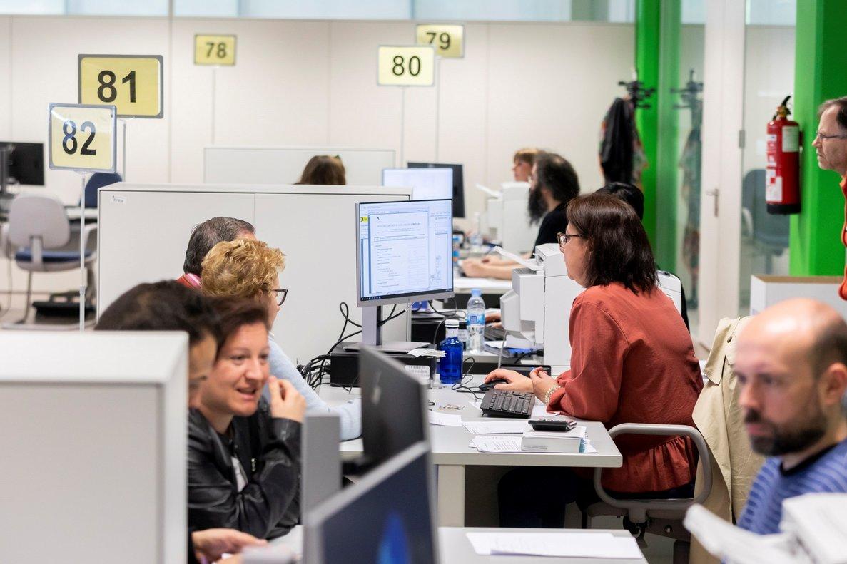 Imagen de archivo de la oficina central de la AEAT en Valladolid en el inicio de campaña de 2018