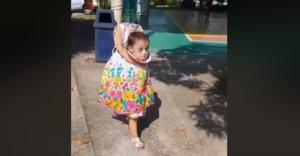 La niña que arrasa en redes con su disfraz de Halloween