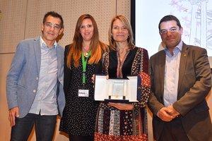 Entrega del premio a la alcaldesa de Sant Boi, Lluïsa Moret.