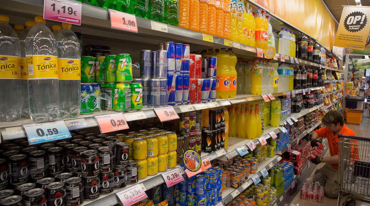 Envases de refrescos en un supermercado de Barcelona.