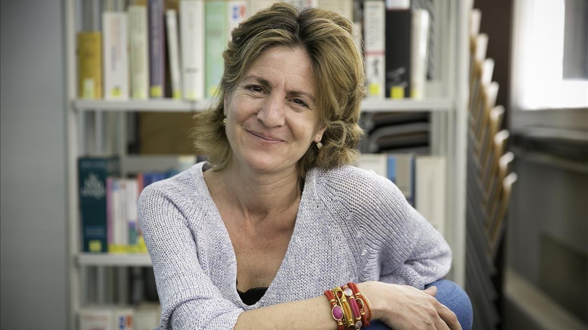 La escritora francesa Pauline Dreyfus, en el Instituto Francés de Barcelona.